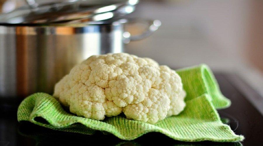 Sommerküche Hähnchen : Gekochte hähnchenbrust mit currysauce und blumenkohlreis lchf