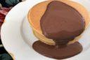 Kokos-Pancake mit Schokosauce