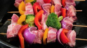 Bunte-Fleischspieße