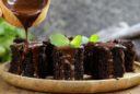 Brownies mit Schokoladensauce