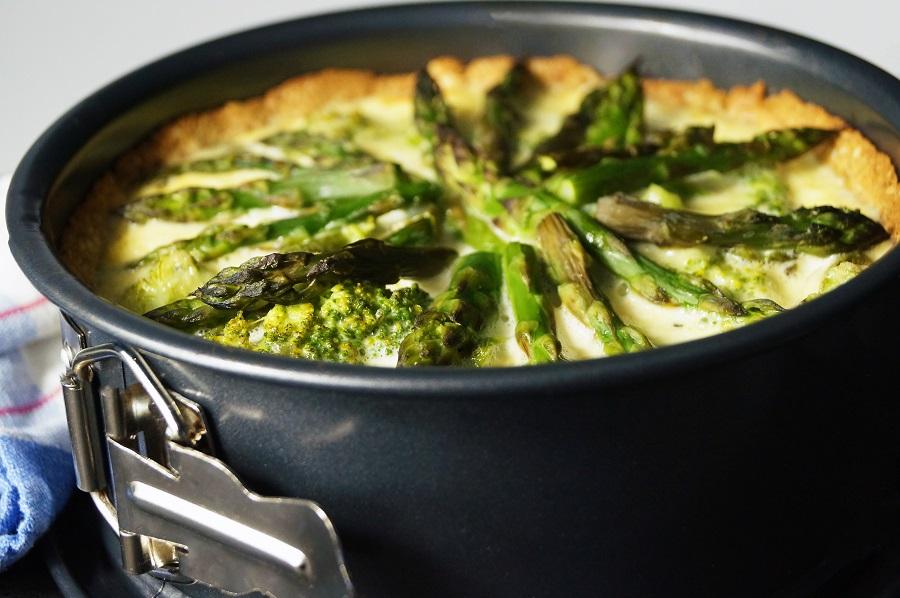 Brokkoli-Torte mit Spargel