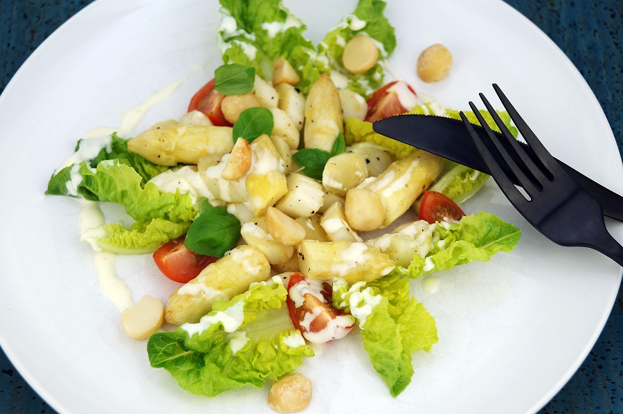 Spargelsalat mit Macadamia