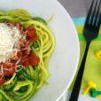 Zucchini Spaghetti mit Tomatensauce