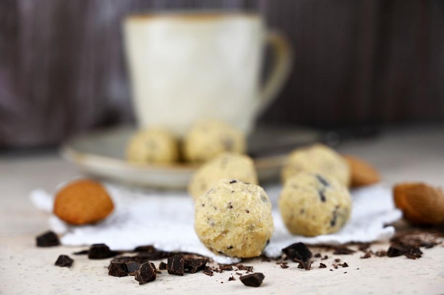 Weihnachtliche Cookie Dough Kugeln