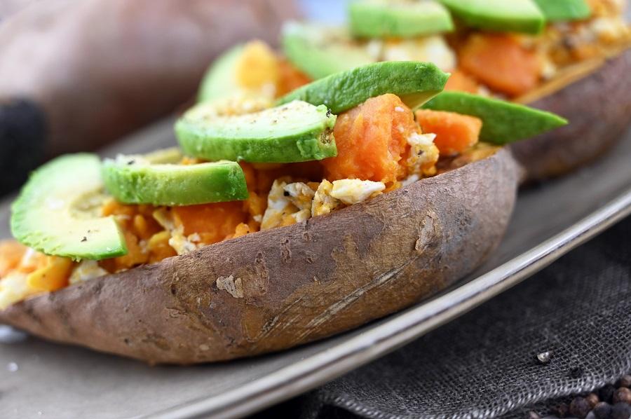 Süßkartoffel mit Avocado und Ei