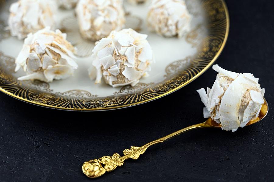 Süße Frischkäsebällchen