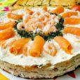 Smörgåstårta mit Lachs und Krabben