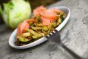 Kohlrabi-Zucchinisalat mit Lachs