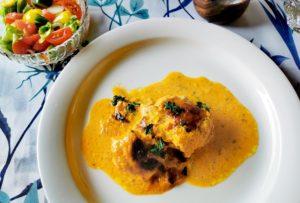 Schweinefelet-in-Currysauce-auf-dem-Teller